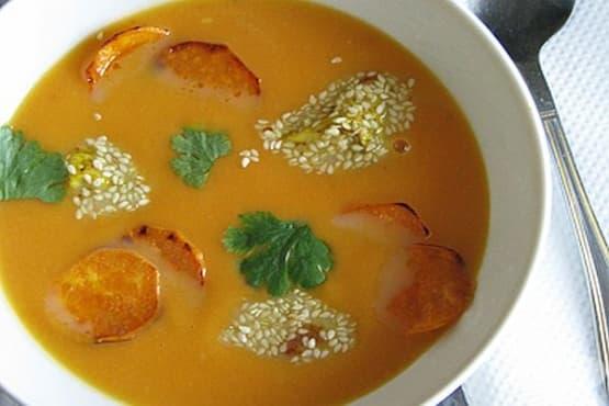 Супа от сладки картофи с пилешки гърди в сусам и портокалов сок - изображение