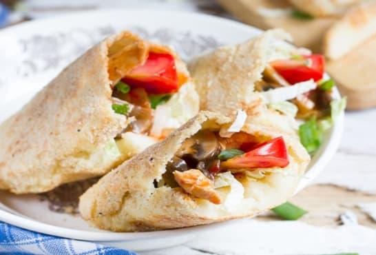 Картофени джобчета с плънка от гъби, зеленчуци и пиле - изображение