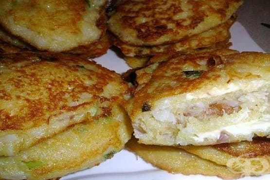 Картофени кюфтета с ориз, топено сирене и лук - изображение