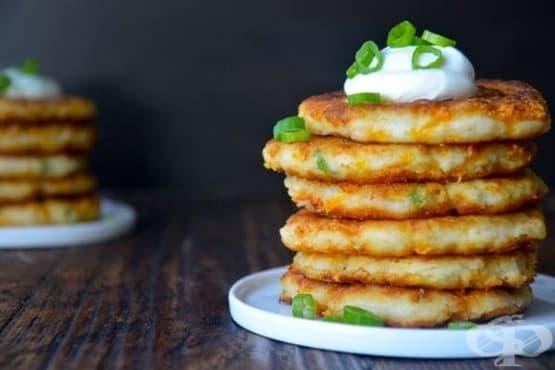 Картофени палачинки с чедър и зелен лук - изображение