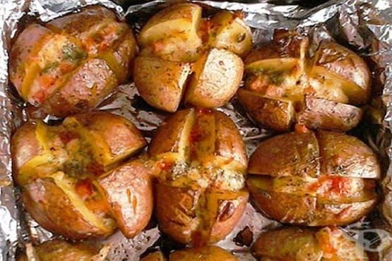 Пълнени картофи с домати и кашкавал - изображение