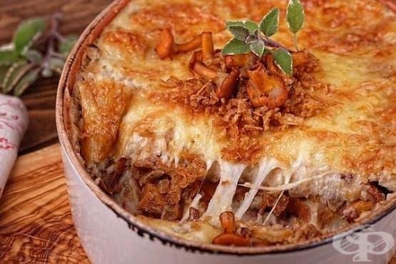 Картофена запеканка с гъби, пържен лук и коричка от сирена - изображение