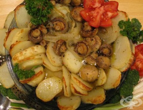 Запечени картофи с чесън, гъби и лук - изображение