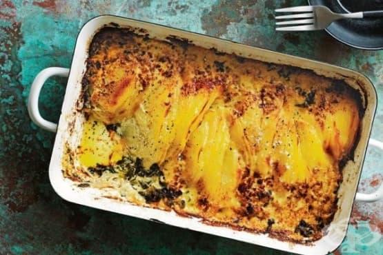 Препечени картофи със спанак, сирене и сметана - изображение