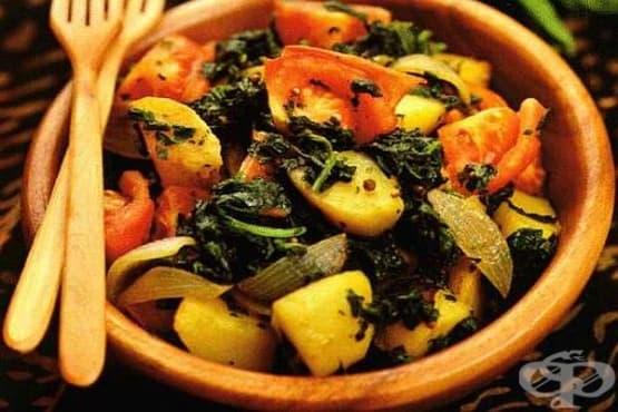 Задушени картофи със спанак, домати и чесън - изображение