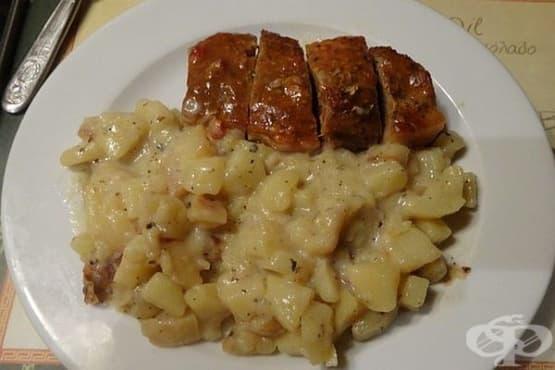 Задушени картофи с лук в прясно мляко - изображение