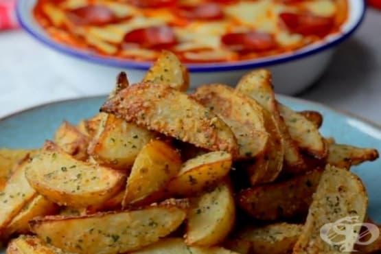Чеснови пармезанови картофки с пица дип - изображение