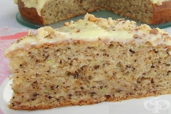 Сладък кекс с тиквички, орехи и ванилов сос - изображение
