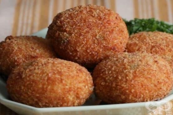 Пържени кюфтета с пълнеж от пилешко и зеленчуци - изображение