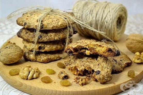 Кокосови бисквитки с орехи, шоколад и стафиди (без брашно) - изображение