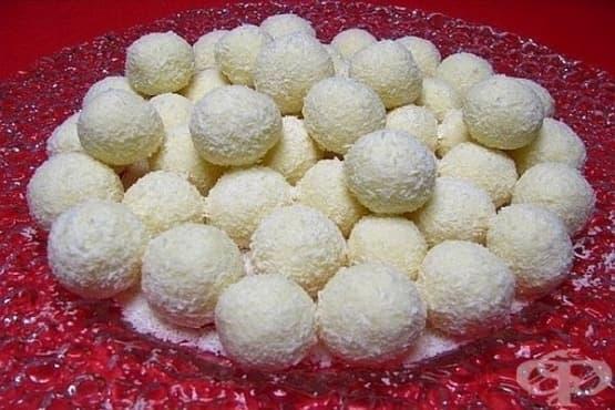 Рафаело - кокосови бонбони с коняк и бадеми - изображение