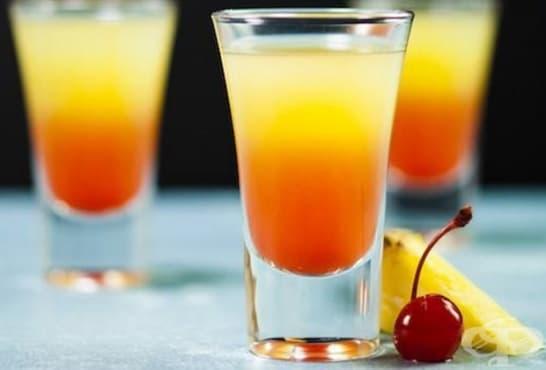Шотове с черешов сироп, сок от ананас и водка - изображение