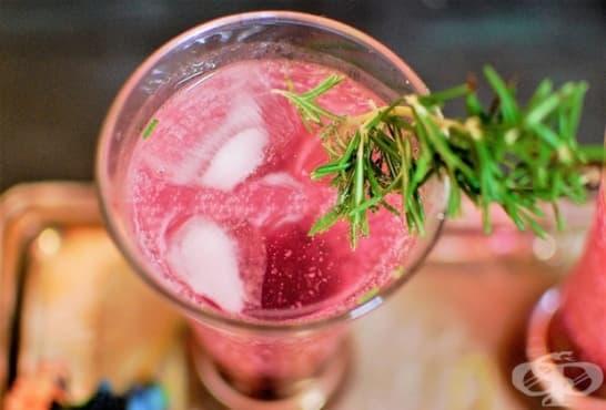 Малинов коктейл с ликьор, спрайт и водка - изображение