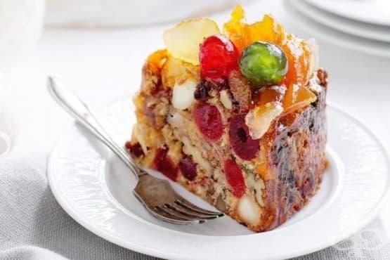 Коледен кекс със захаросани плодове и ядки - изображение