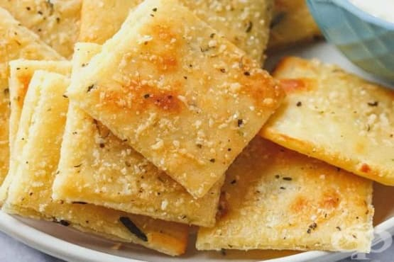 Крекери с бадемово брашно и сирена - изображение