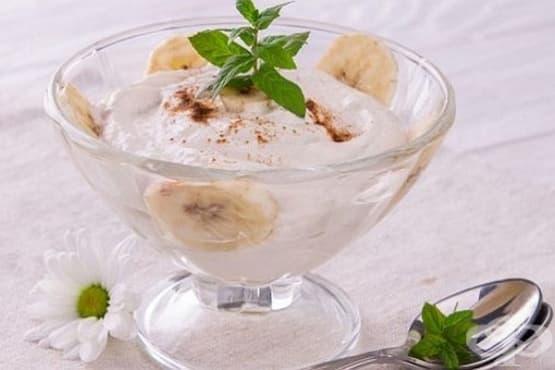 Крем-десерт от извара и сметана с банани и канела - изображение