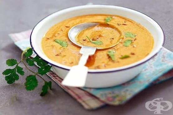 Крем супа от червена леща с домати - изображение