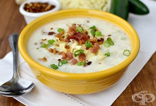 Бяла супа с карфиол, царевица, сирене и бекон - изображение