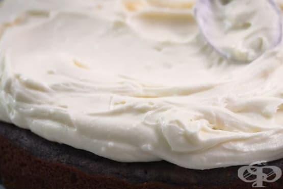 Крем за сладкиши от крема сирене и сметана - изображение