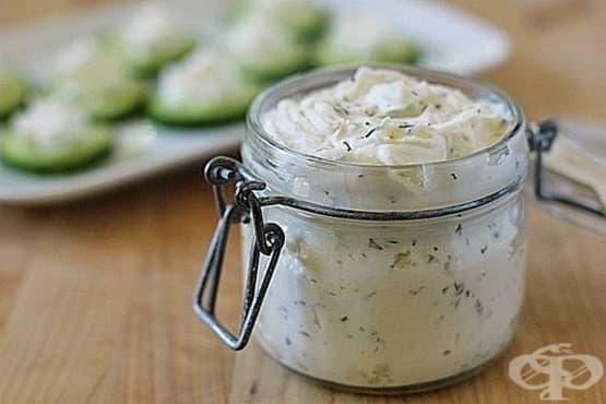 Крема сирене с чесън, масло и билки - изображение