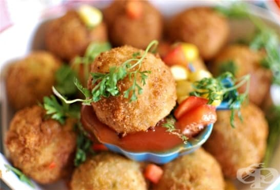 Кюфтета от сирене с царевица, кашкавал и картофи - изображение