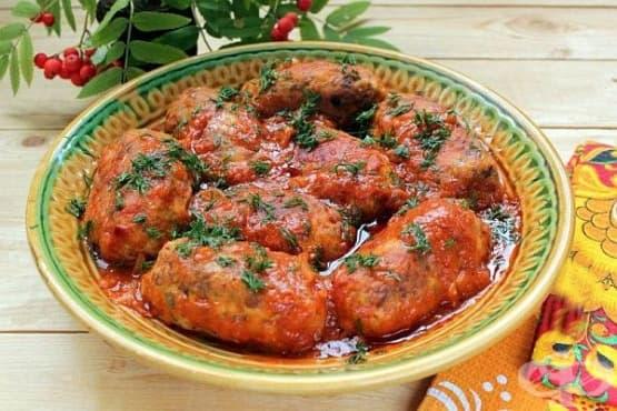 Кюфтета от кайма и елда в доматен сос - изображение
