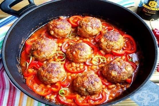 Кюфтета с бял боб в доматен сос - изображение