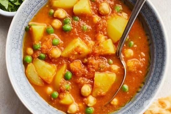 Къри с нахут, грах и картофи - изображение