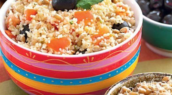 Кускус с пшеничени кълнове, домати и маслини - изображение