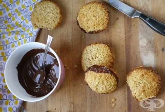 Бисквити с лешници, овесени ядки и шоколад - изображение