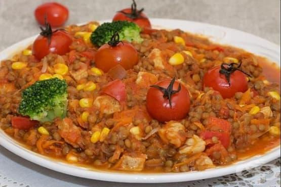 Леща със свинско и царевица в доматен сос - изображение
