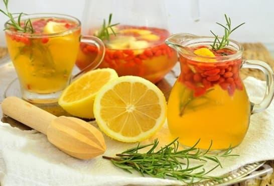 Лимонада с розмарин и годжи бери - изображение