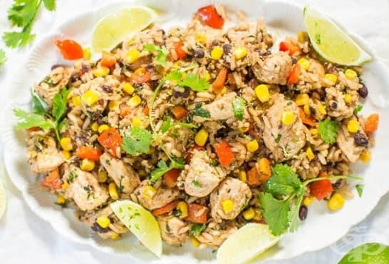 Лимоново пилешко със стафиди, ориз и зеленчуци - изображение