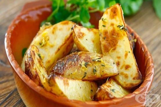 Лимонови пресни картофи с мащерка и масло - изображение