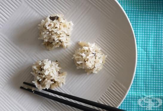Лионски кюфтенца на пара от пикантна кайма и ориз - изображение