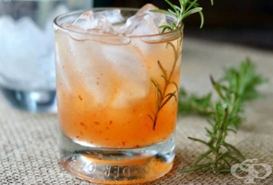 Пикантен коктейл с текила, лимон и сок от праскови - изображение