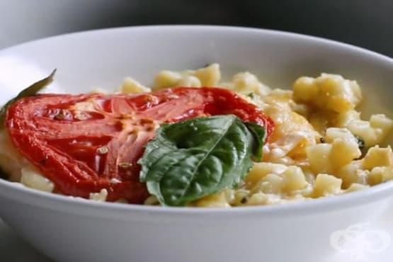 Макарони със сирене, домати и спанак - изображение