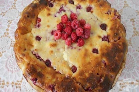 Малинова питка-чийзкейк с бадеми - изображение