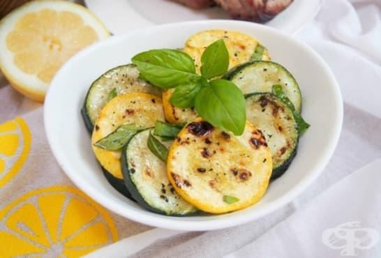 Мариновани тиквички с чеснова марината и лимони - изображение