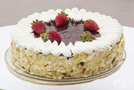Торта Маскарпоне с ягоди и бадеми - изображение