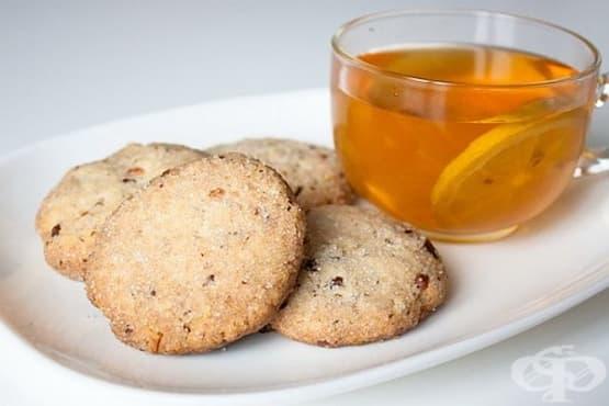 Маслени бисквитки с орехи и захарно покритие - изображение