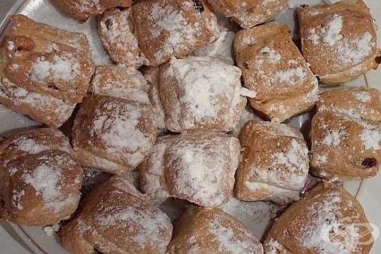 Мини щолени с канела и пудра захар - изображение
