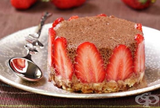 Оризови мини тортички с мус и ягоди - изображение