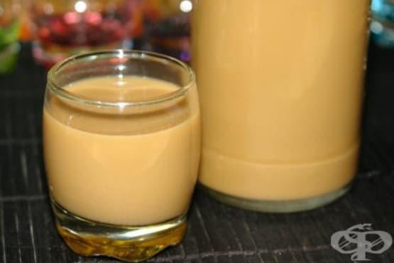 Яйчено-млечен ликьор с ванилия - изображение