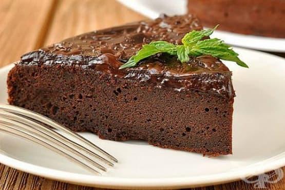Мокър шоколадов сладкиш без яйца - изображение