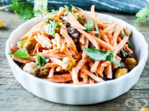Морковена салата с нахут и таханов дресинг - изображение