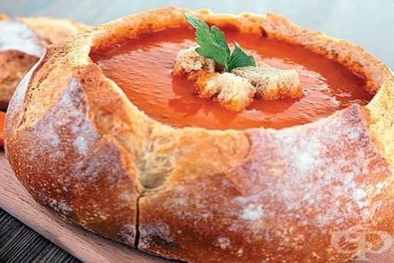 Пикантна морковена супа в хлебна купа - изображение