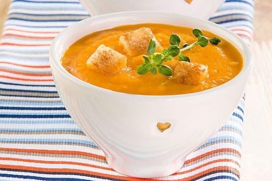 Морковена супа с аромат на чесън и мащерка - изображение