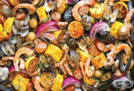 Зеленчуци с морски дарове и вино на фурна - изображение