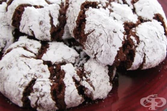 Напукани какаови сладки с пудра захар - изображение
